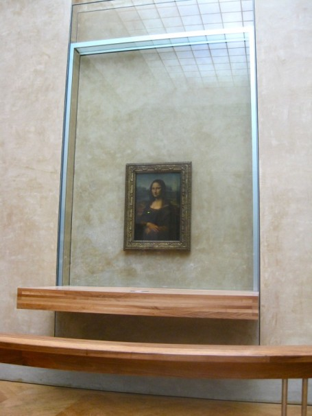 The-Mona-Lisa-Behind-Glass-650x866